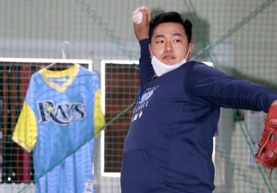 Rays' infielder Choi Ji-man leaves for US to rejoin club