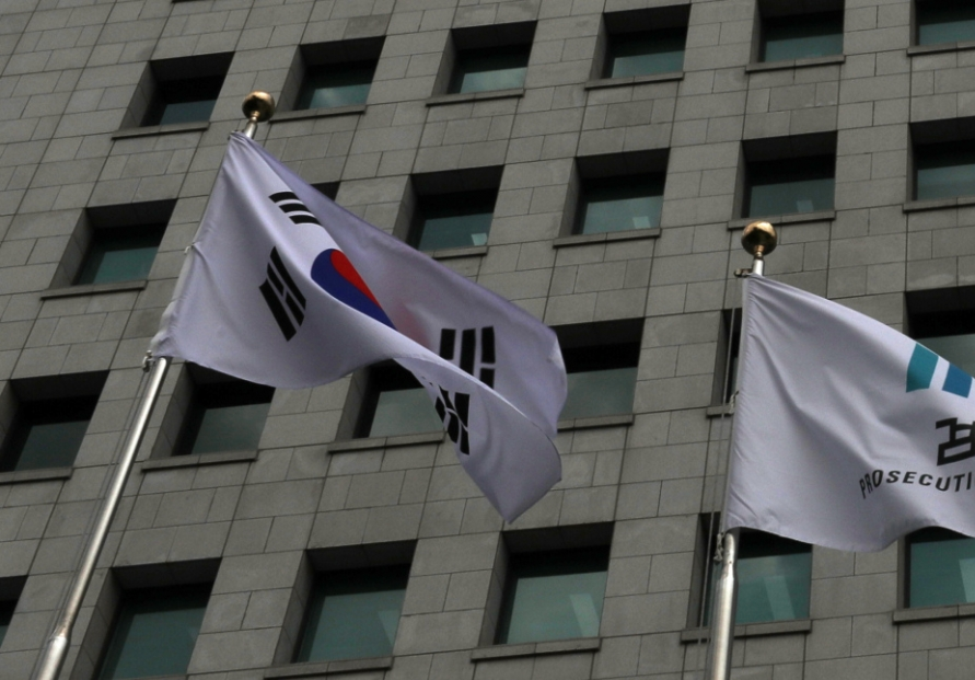 Top prosecutor orders creation of independent team to handle case involving key aide