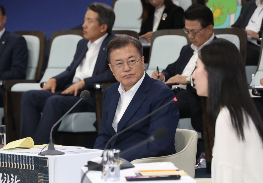 Moon's approval rating dips to 4-month low on real estate, N. Korea policies