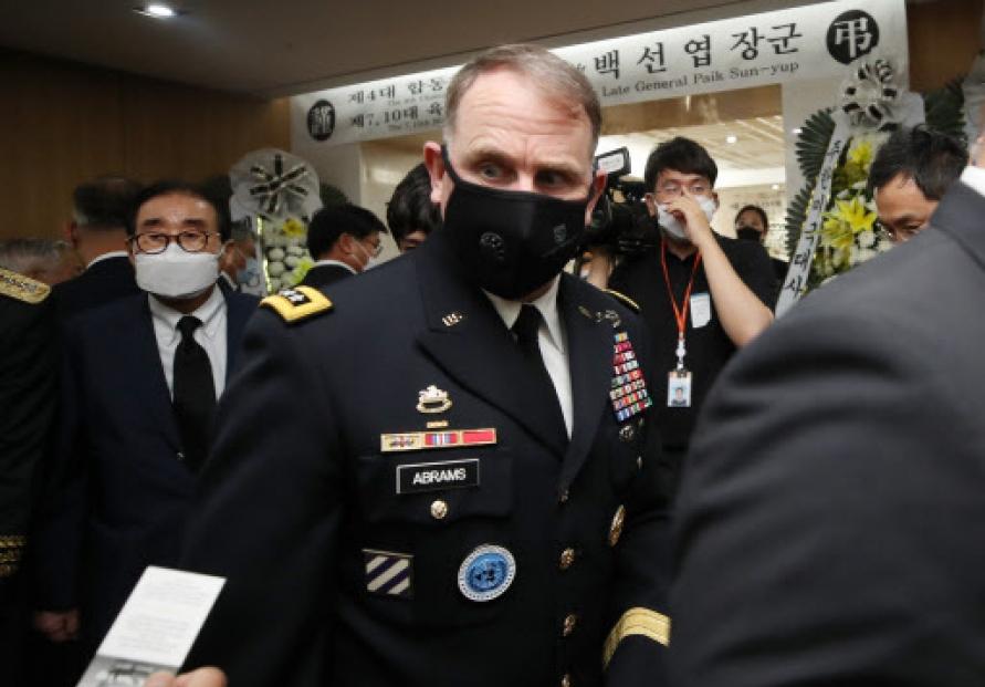 USFK commander pays tribute to late war hero Paik