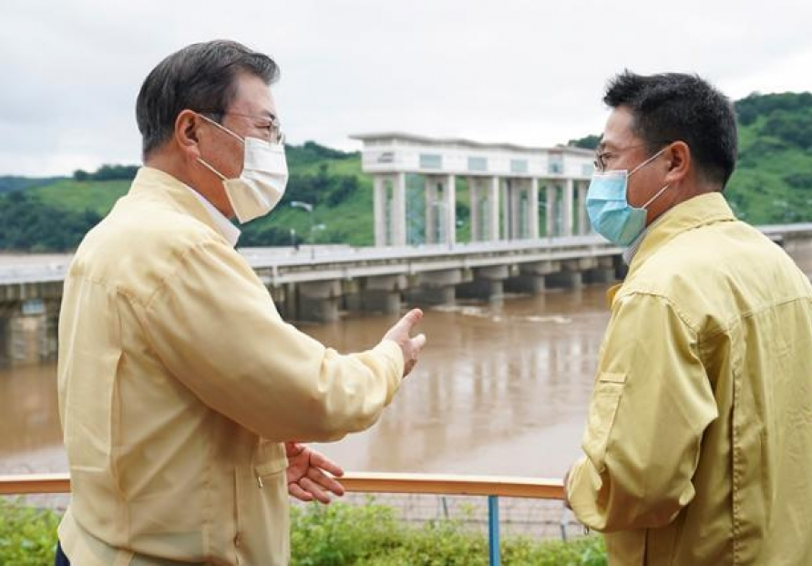 President Moon express regret over NK not informing Seoul of dam discharge