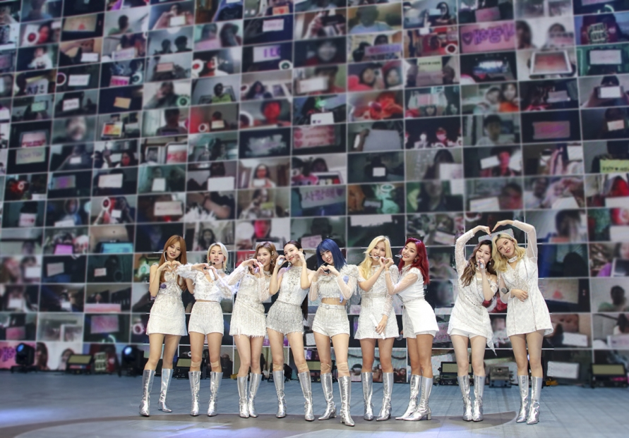 [Herald Review] Twice's first virtual concert was colorful, tech-savvy and interactive