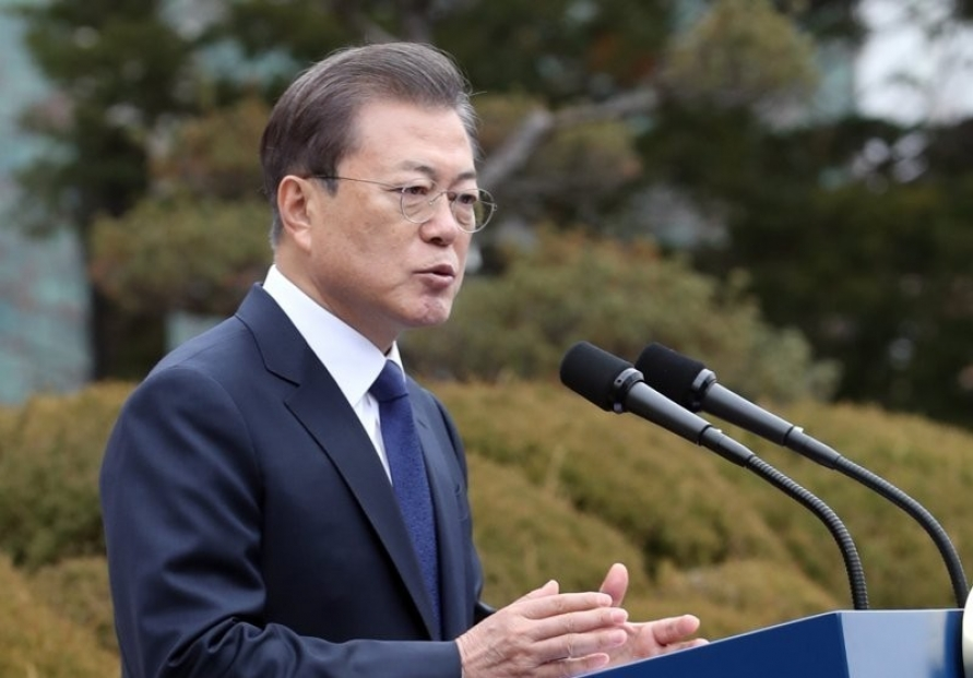 Moon says gov't ready to discuss wartime forced labor at any time with Japan