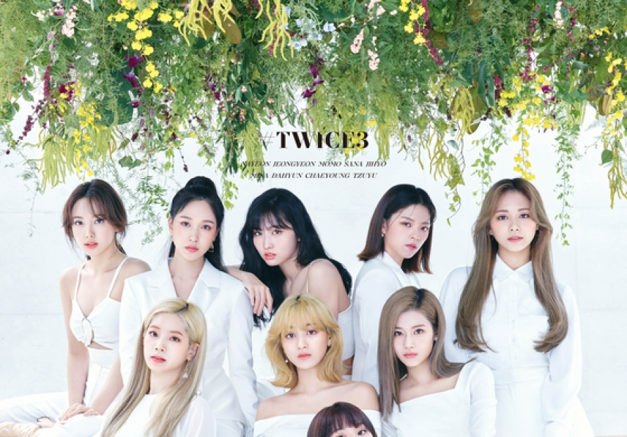 TWICE tops 2 Japanese music charts with new compilation album
