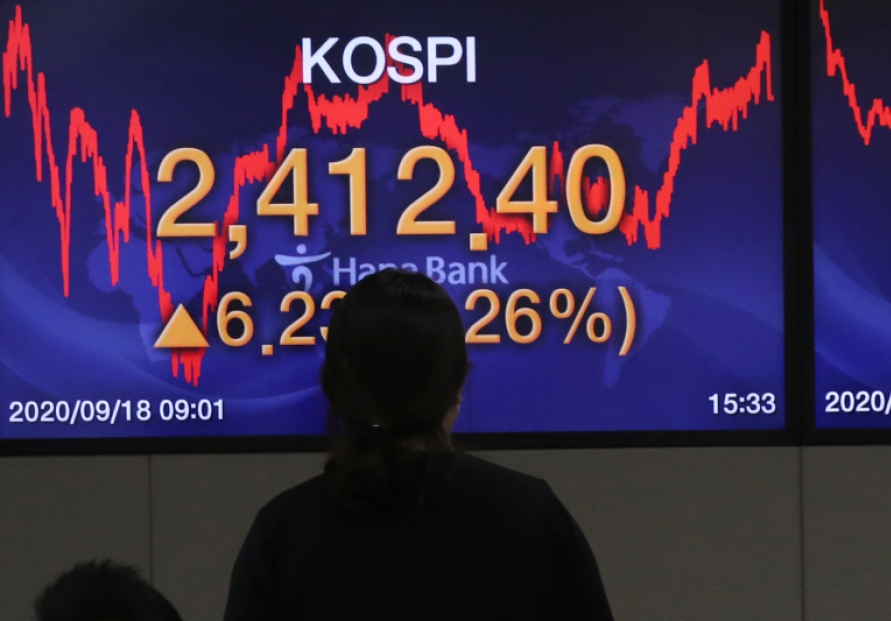 Seoul stocks snap two-day losing streak on massive foreign buying