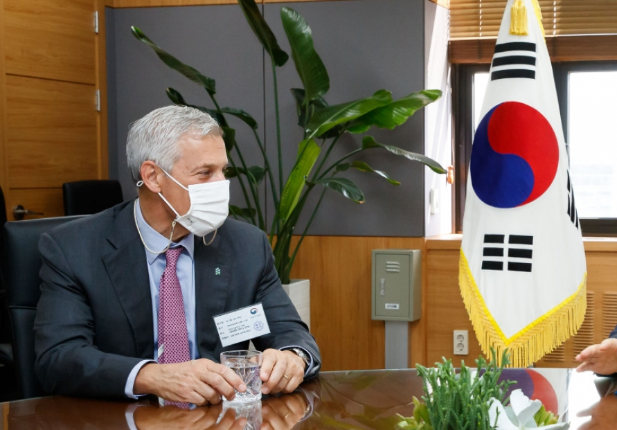 Standard Chartered CEO says S. Korea has potential to be Asia's financial hub