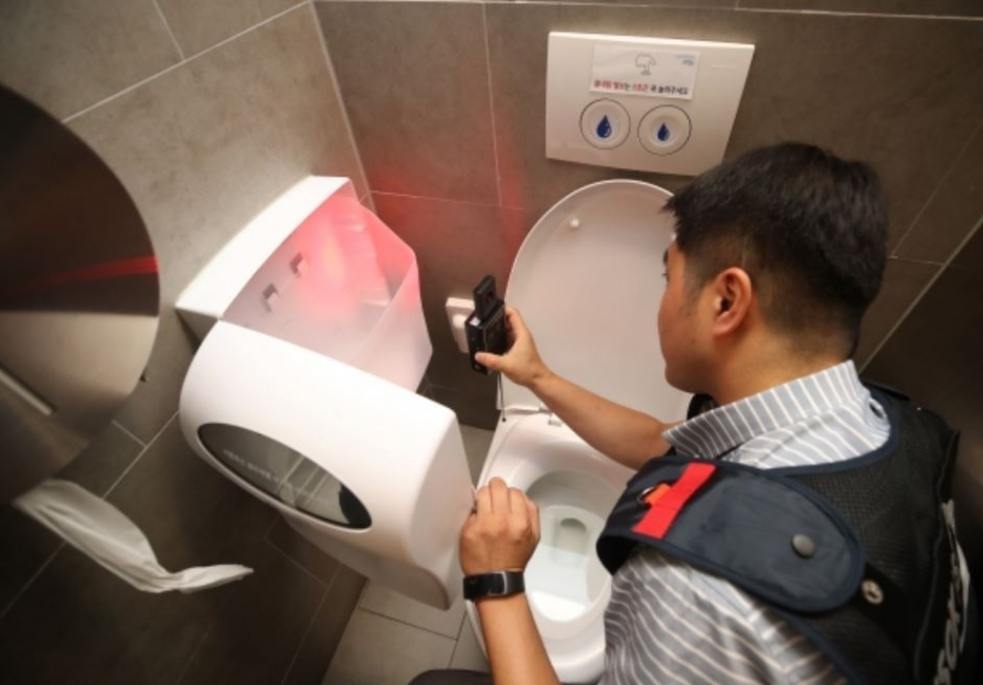 [Newsmaker] To fight spycams, women's bathrooms may adopt digital entry