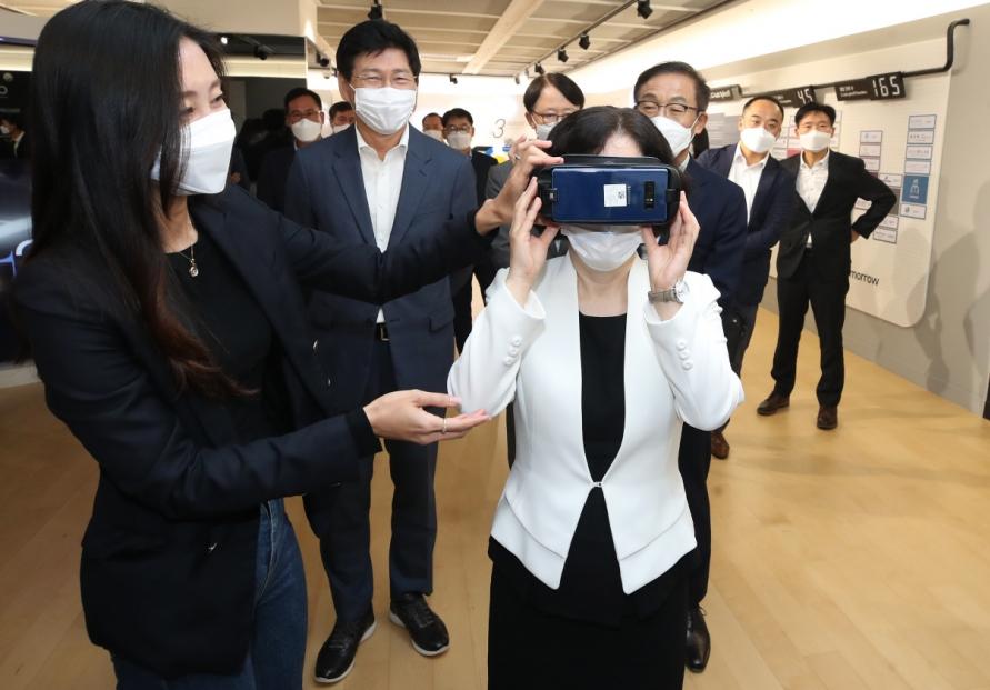 [Photo News] FTC chief visits Samsung