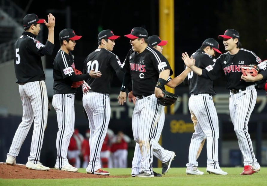 KBO clubs jostling for playoff position as regular season nears end