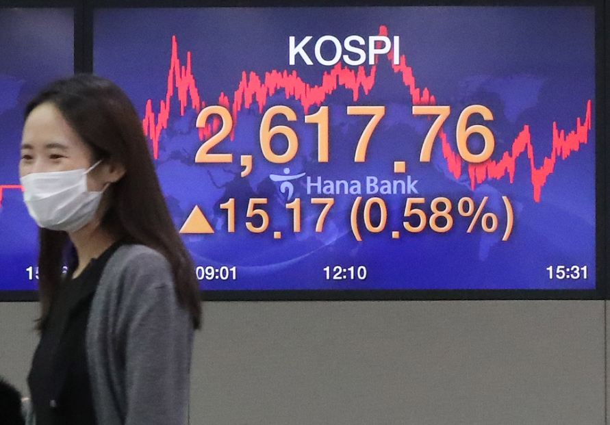 Seoul stocks close at all-time high on extended foreign buying
