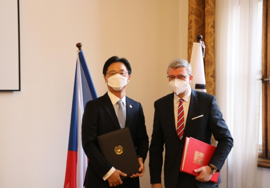 S. Korea, Czech Republic sign amended air services agreement