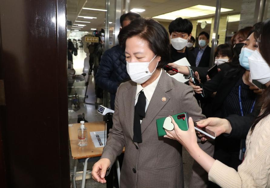 Choo-Yoon proxy war plays out in politics