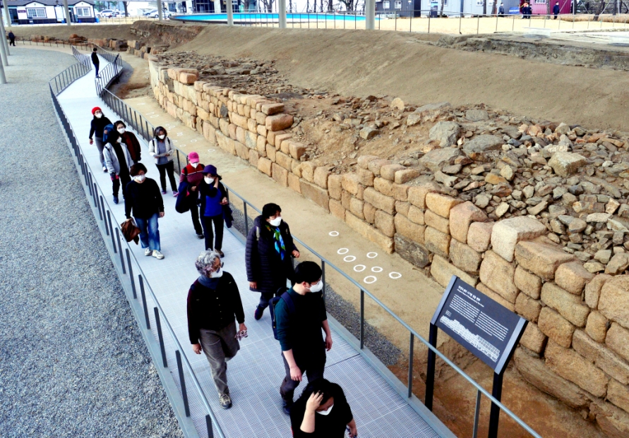 Seoul reveals traces of old Hangyang