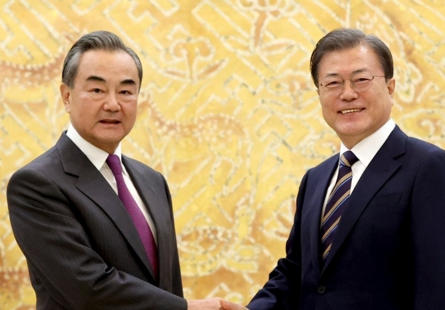 Moon meets top Chinese diplomat, requests role for inter-Korean ties