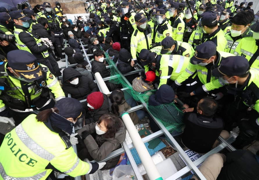 Protesters deter shipments of construction materials onto THAAD base in Seongju