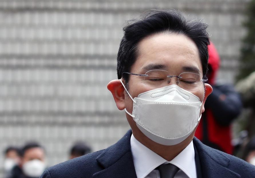 Lee jailing puts Samsung back in emergency mode