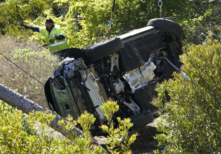 [Newsmaker] Tiger Woods seriously injured in crash on steep LA-area road