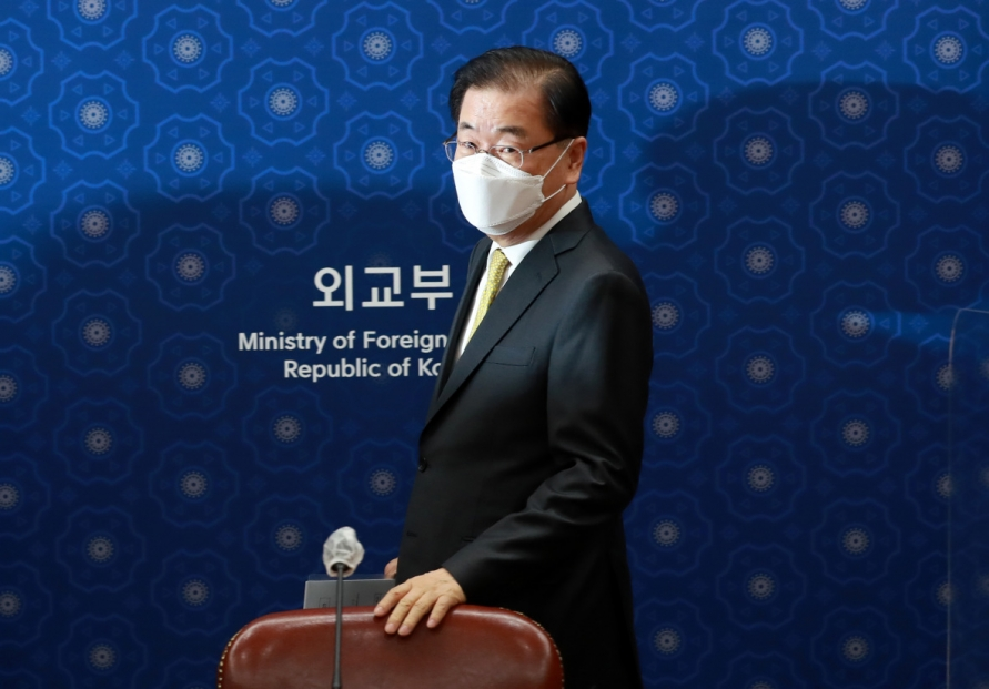 FM stresses Seoul's 'sincerity' in efforts to release frozen Iranian assets