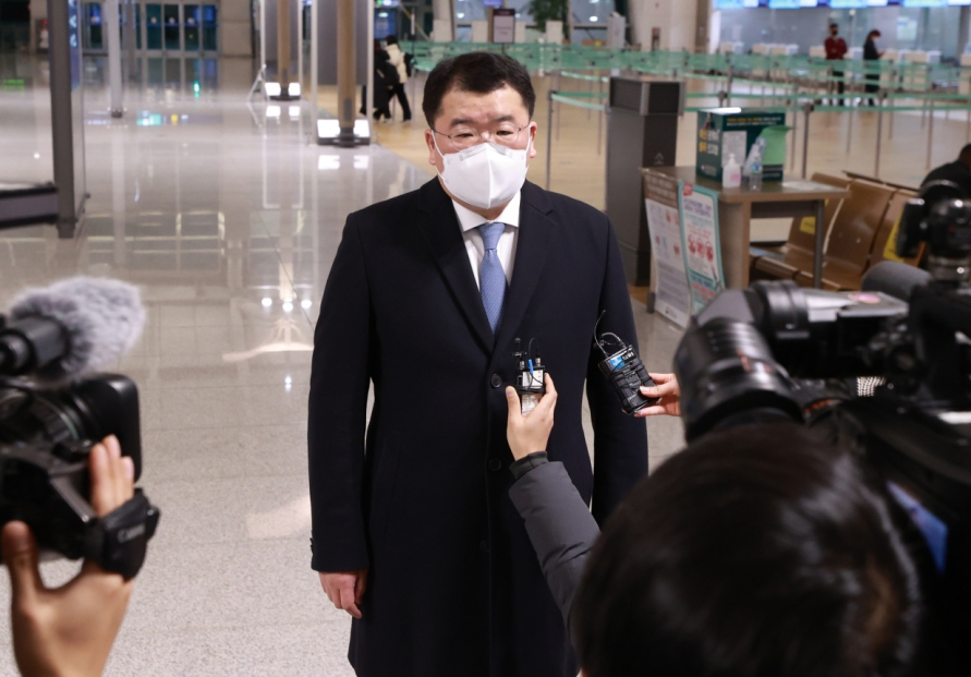 New top Japanese envoy meets S. Korean vice FM amid protracted tensions