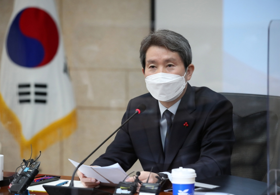 Unification minister urges review of negative impact of sanctions