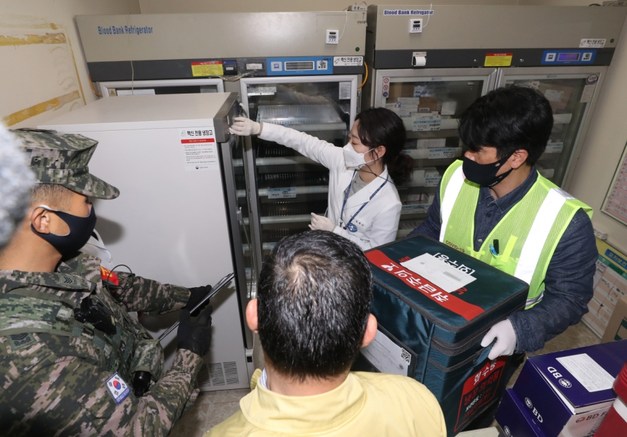 COVID-19 vaccines transported to Ulleung Island via military helicopter