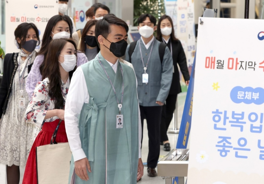 [Photo News] HANBOK AT WORK