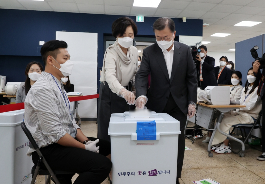 [Photo News] Early voting turnout for by-elections