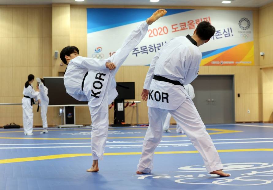 [Photo News] Athletes break a sweat as countdown to Tokyo Olympics begins