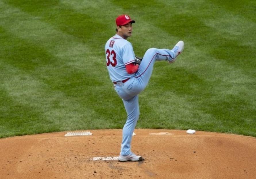 Cardinals' Kim Kwang-hyun allows 3 runs in 3 innings in his 2021 season debut