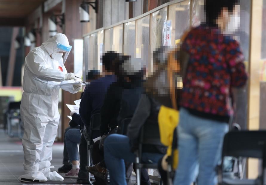 New virus cases back under 600 on fewer tests; potential upticks