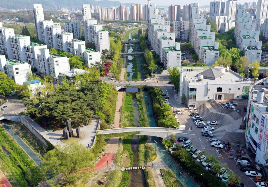 City meets nature at Songpa Trail