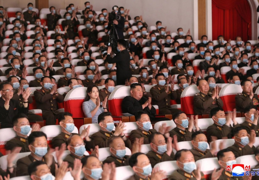 NK leader, his wife attend art performance by army families
