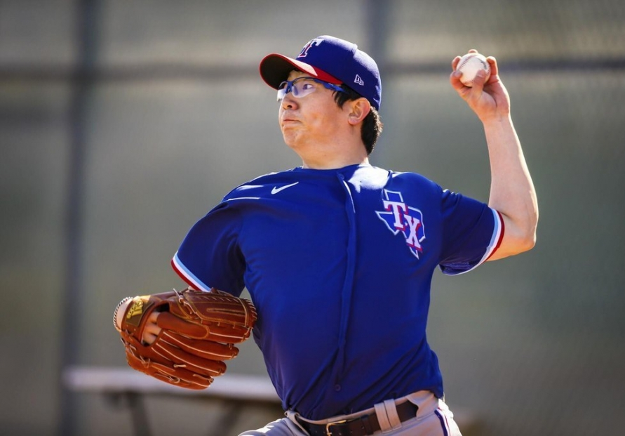 Rangers' Yang Hyeon-jong strikes out 8 in 1st MLB start