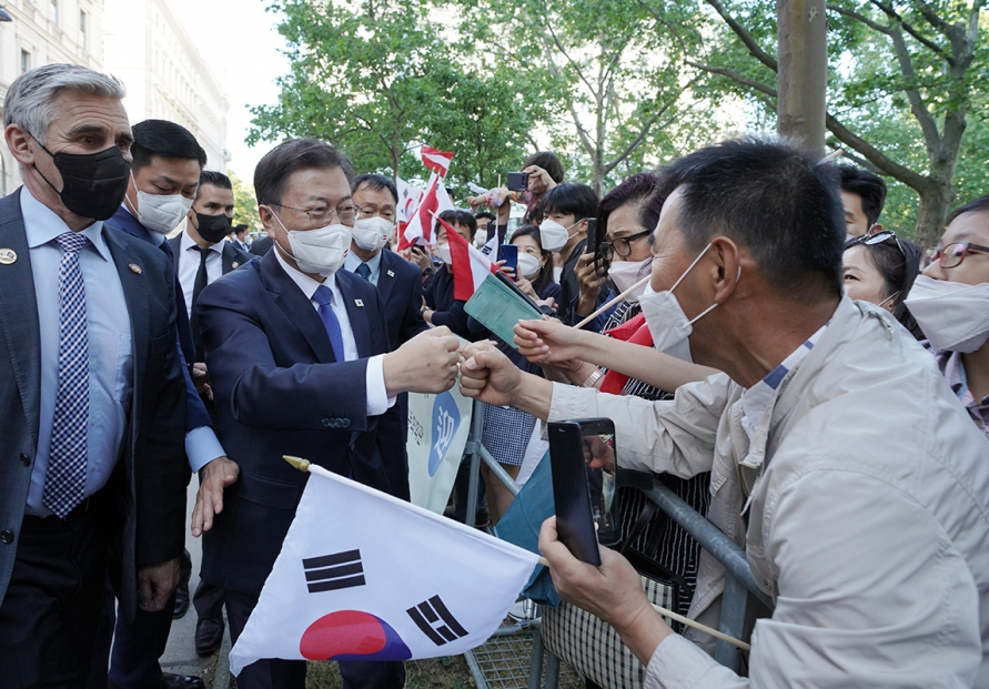 Moon becomes first Korean president to visit Austria