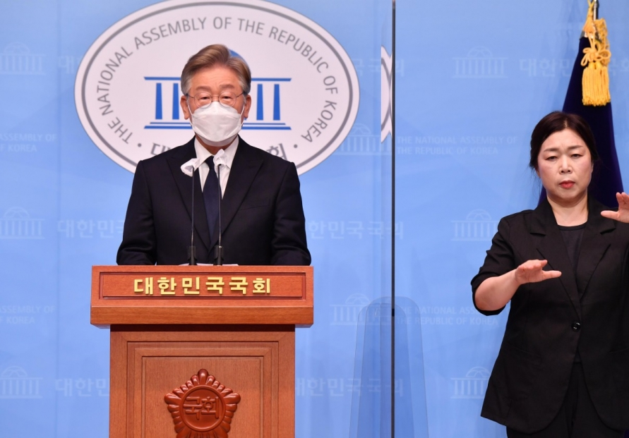 [Newsmaker] Gyeonggi governor pledges to distribute universal basic income if elected president