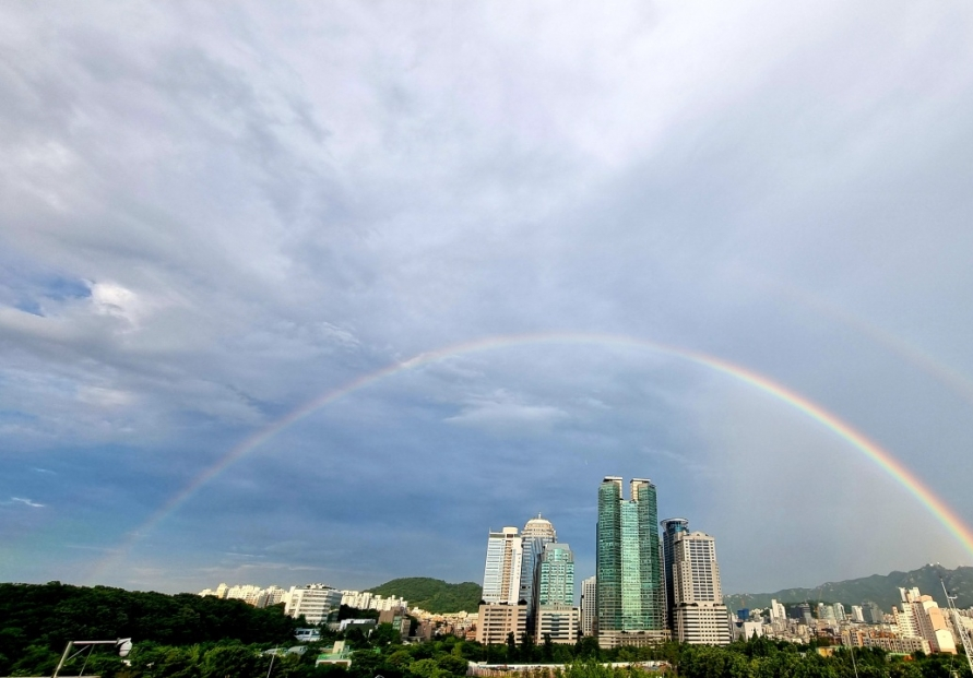 Double rainbow shines bright in Seoul