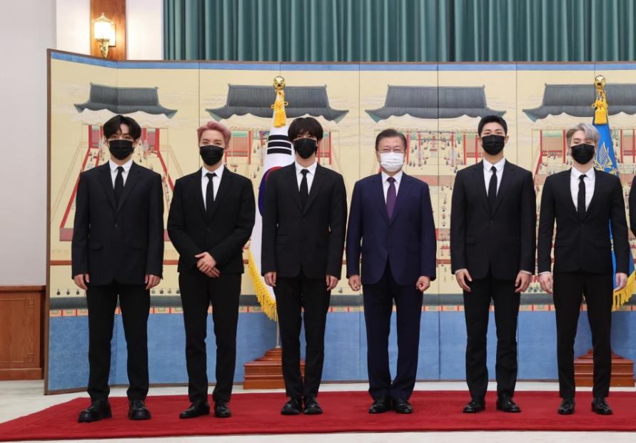 [Photo News] President Moon Meets BTS