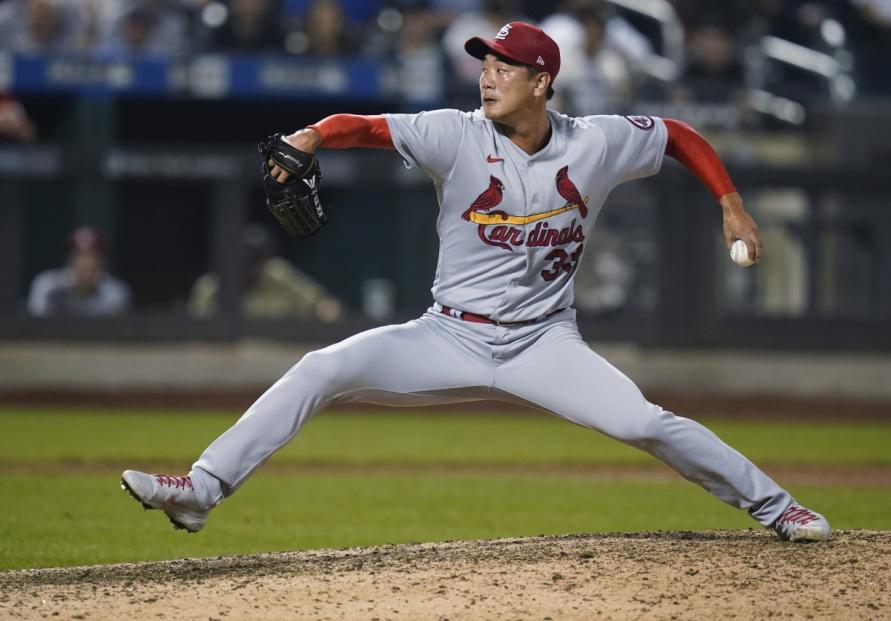 Cardinals' Kim Kwang-hyun picks up 1st save of season