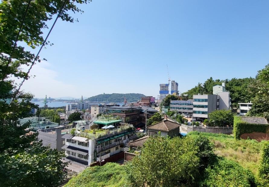 Walking through gateway to Korea: Incheon