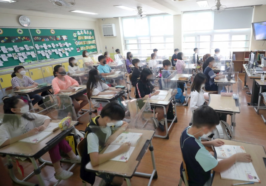 S. Korea has larger classes, lower employment rates among college graduates than OECD averages: education ministry