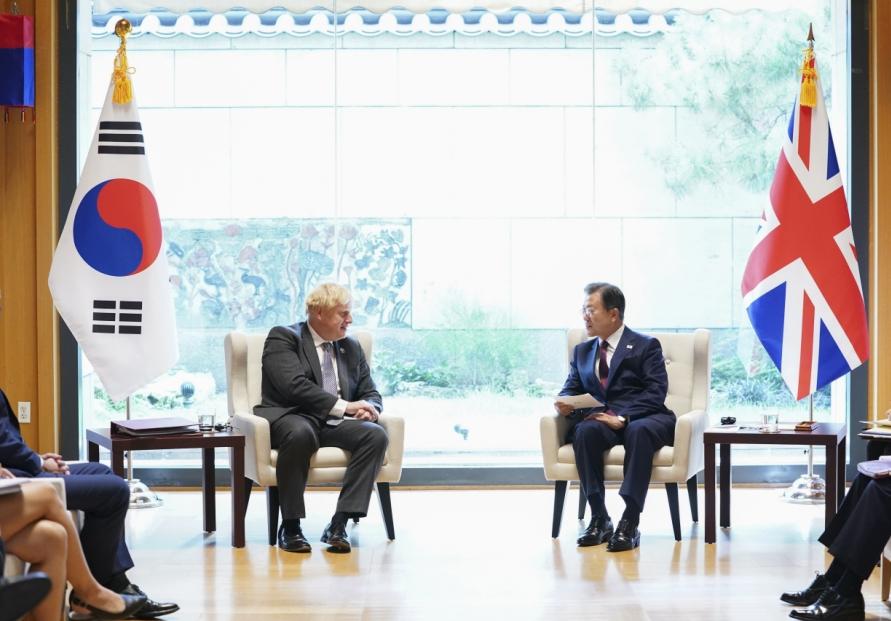 S. Korea, Britain discuss vaccine swap in summit