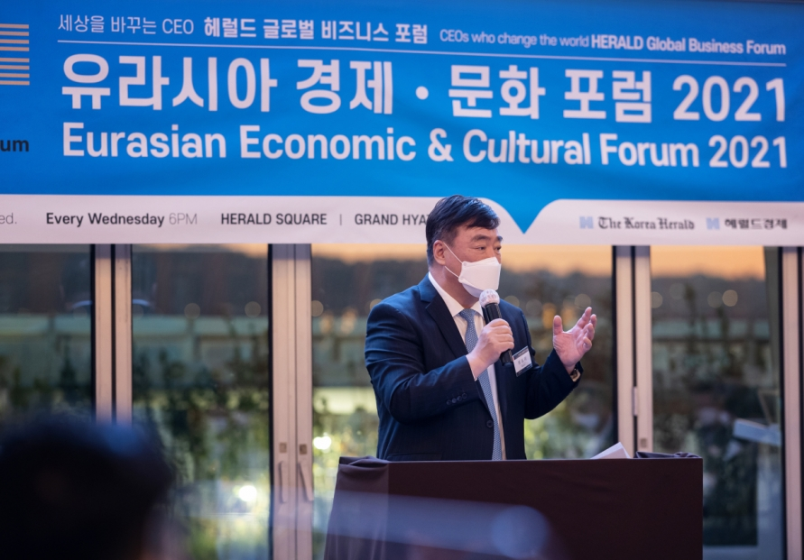 Chinese ambassador discusses business prospects at Eurasian Economic Forum