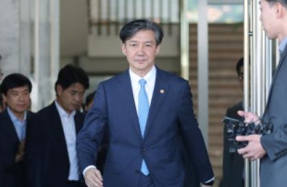 Prosecutors grill ex-Justice Minister