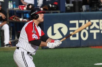 New slugger thriving at KBO's biggest ballpark