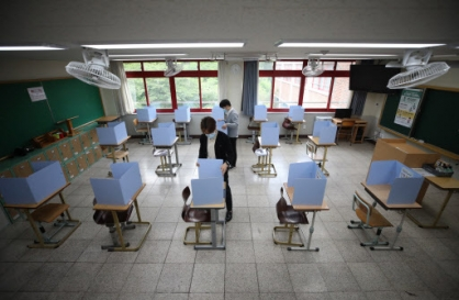 More students return to school in S. Korea