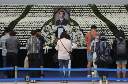 Mourning of Park marred by controversy