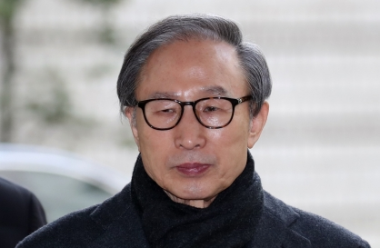 [Newsmaker] Supreme Court upholds 17-year sentence against ex-president Lee