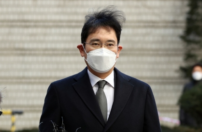Appellate court to rule in Samsung heir Lee's bribery case