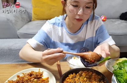 Koreans defend kimchi, ssam against China
