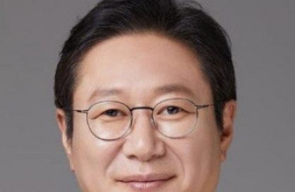 Two-term lawmaker Hwang Hee named new culture minister